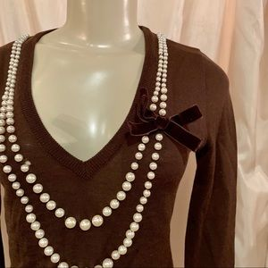Moschino pearl necklace velvet bow brown sweater